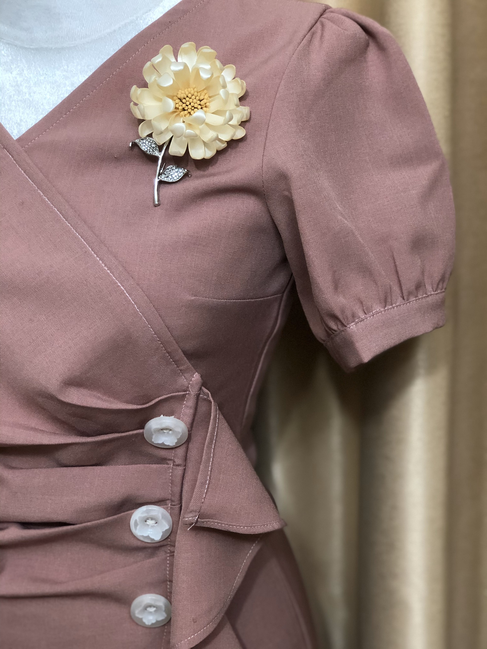 Update Your Clothes By Wear Brooches