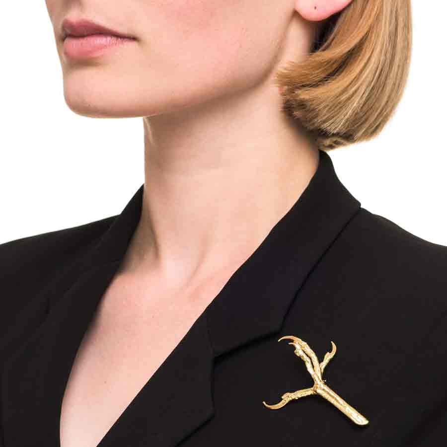 4 WAYS TO STYLE YOUR BROOCHES FOR THIS FALL 2020