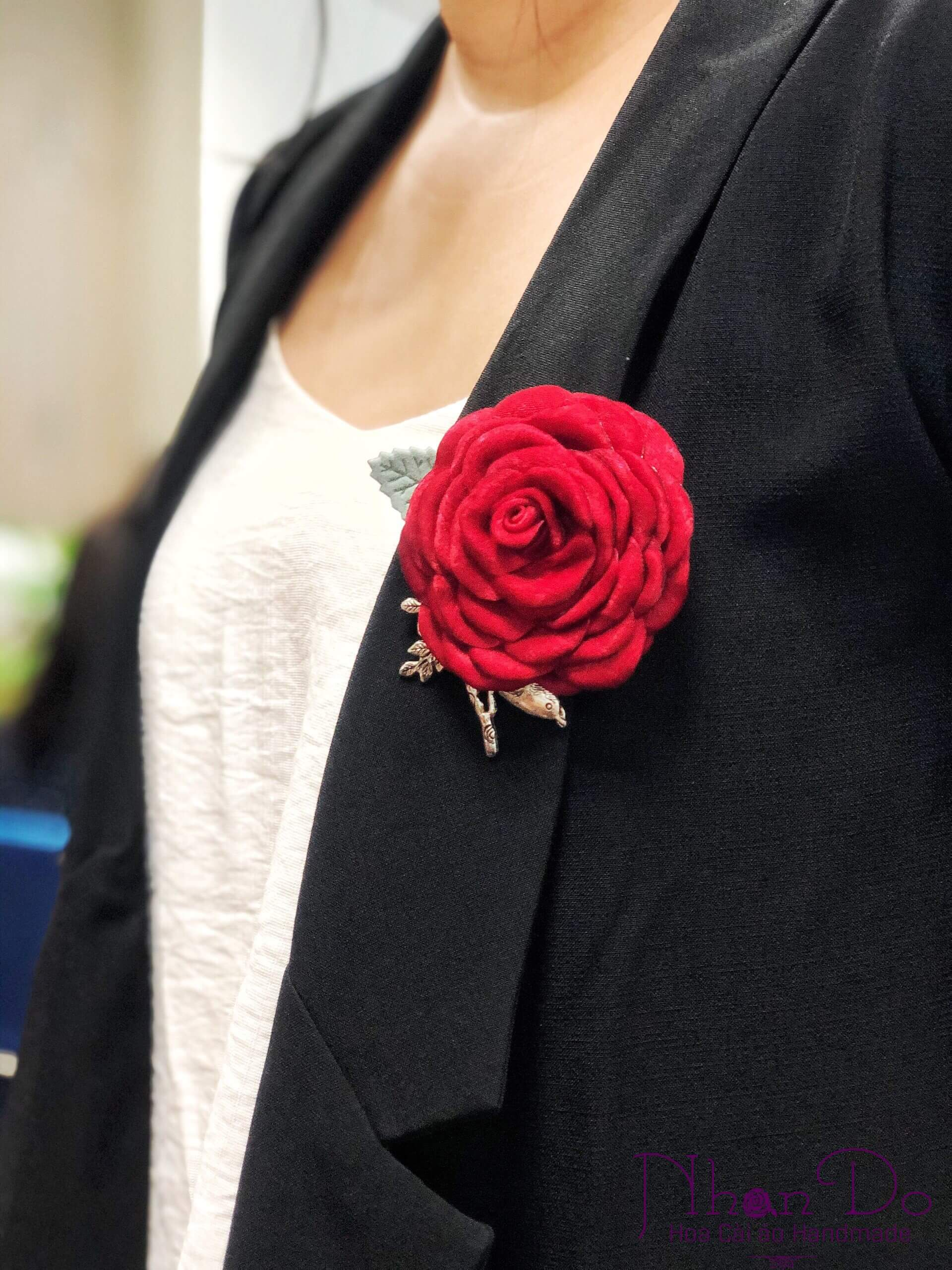 6 Creative Ways To Wear A Brooch