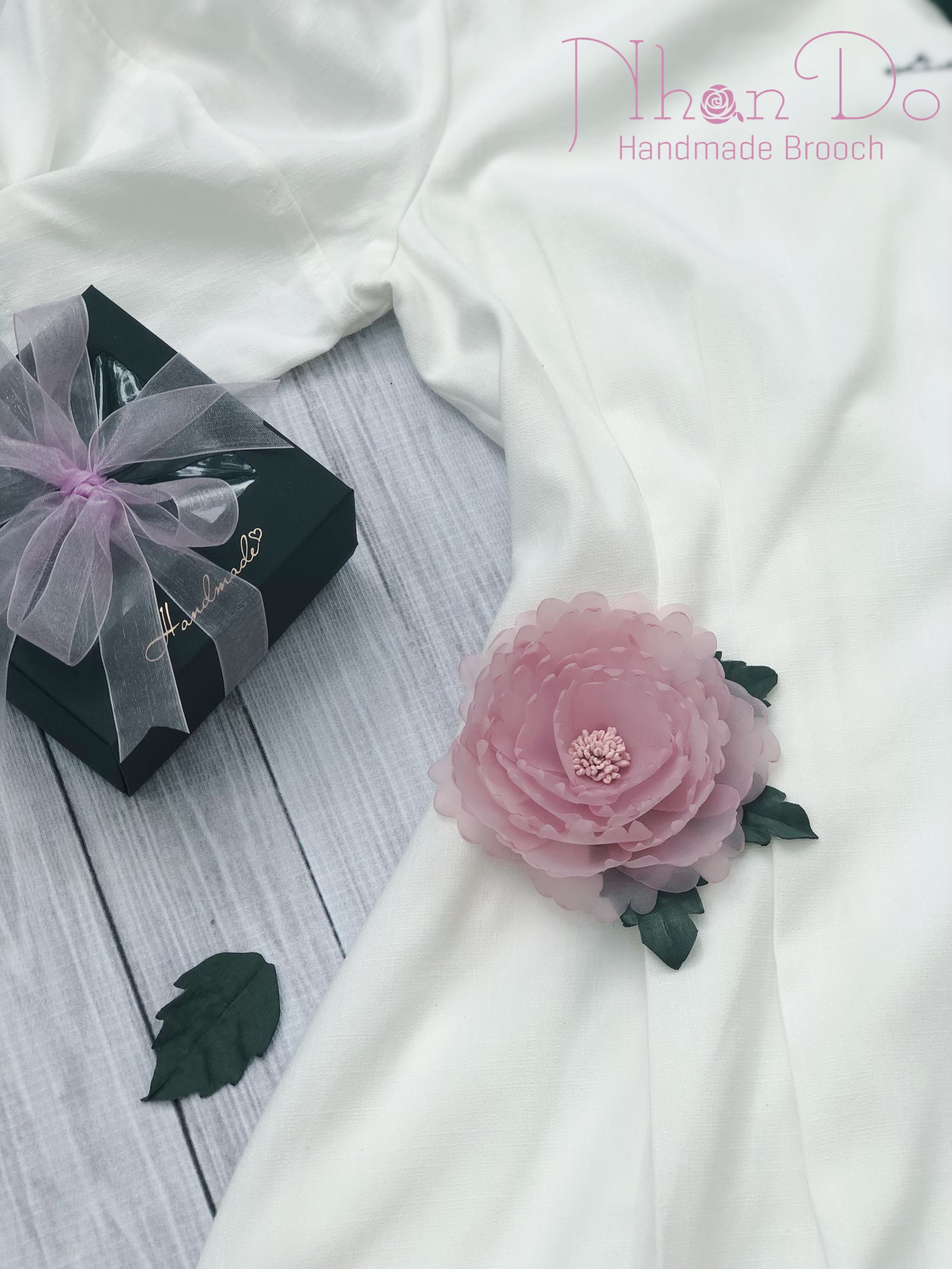 Brooches and Pins on trend 2020