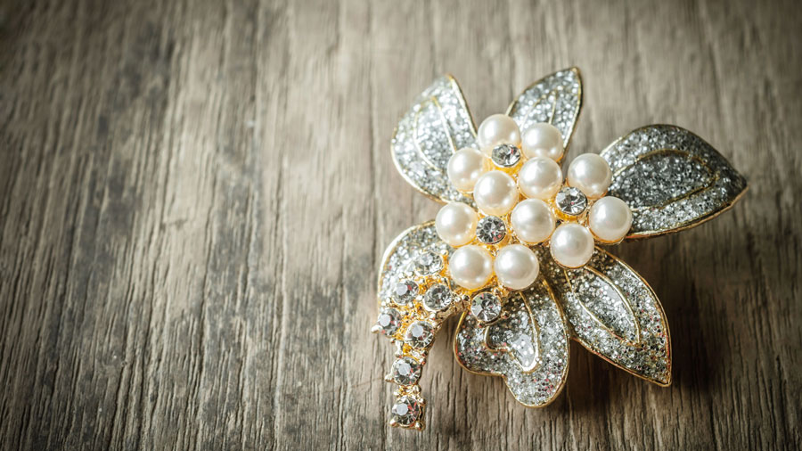 What to Consider Before Buying a Brooch