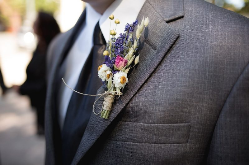 3 Ways To Choose A Unique Flower Brooch For The Groom
