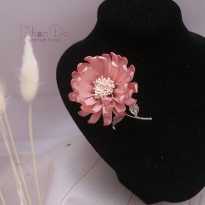 Pink Satin Daisy Flower Brooch Pins For Women
