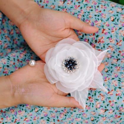 ND63 White cente pistil Silk Flower Brooch Pins